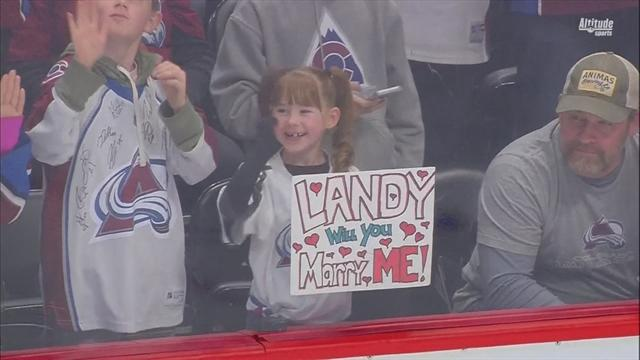 Ландеског был очень щедрым: по шайбе от него получили маленькая девочка и «Нэшвилл»