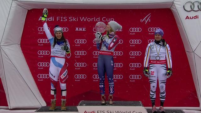 Shiffrin celebra su Globo de Cristal como campeona de la temporada de esquí