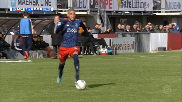 Pays-Bas - Parti depuis son propre camp, Ziyech marque un but sublime pour l'Ajax