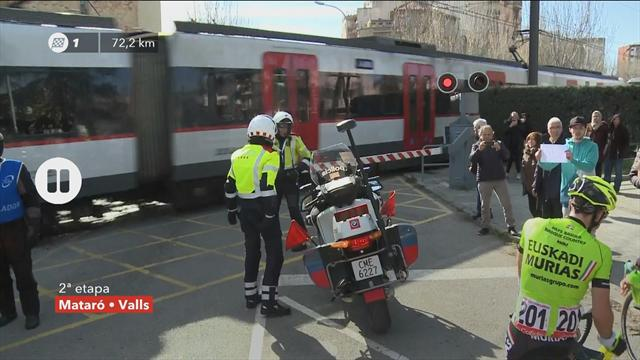 Train forces unscheduled stop in Tour of Catalunya