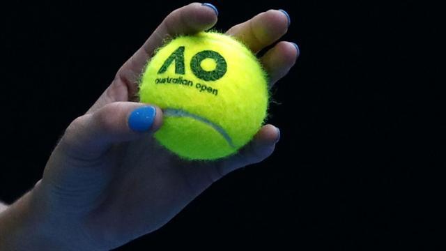 Federer se moja en el debate definitivo: ¿De qué color son las pelotas de tenis, verdes o amarillas?