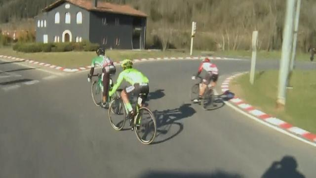 Oops! De Gendt takes wrong turn at a roundabout