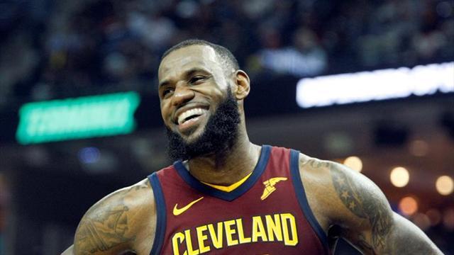 LeBron James logra doble-doble en triunfo de Cleveland