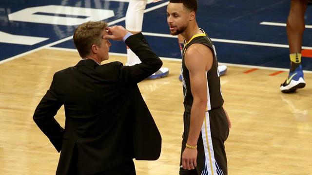 Curry vuelve pero se lesiona la rodilla izquierda