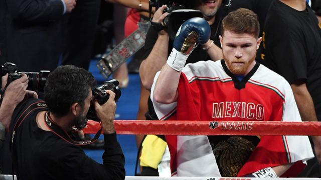 Un boxeur signe un contrat de 365 millions $