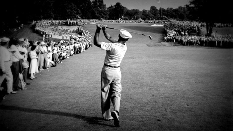 Ben Hogan sur le 72e et dernier trou de l'US Open 1950. Sans doute une des photos les plus célèbres de l'histoire du golf, signée Hy Peskin.
