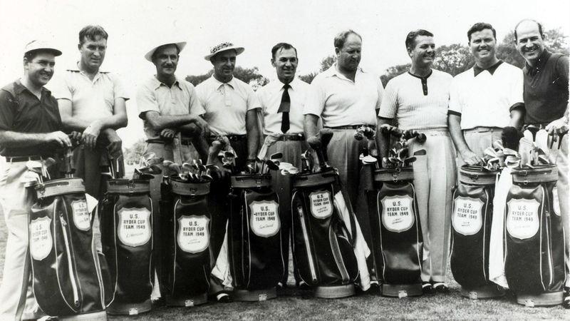 Septembre 1949 : Ben Hogan (au centre, avec la cravate) accompagne l'équipe américaine de Ryder Cup en tant que capitaine.