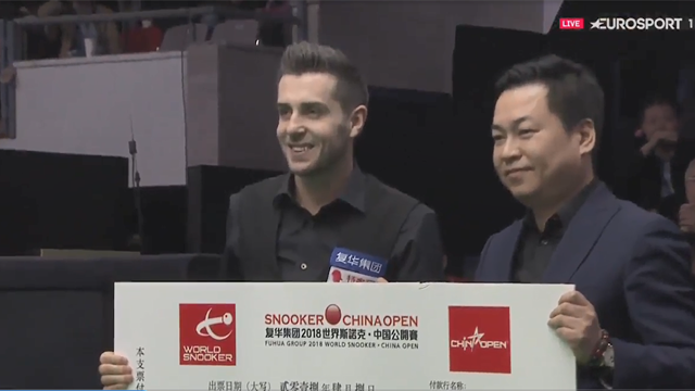 Selby presented with huge cheque after winning China Open