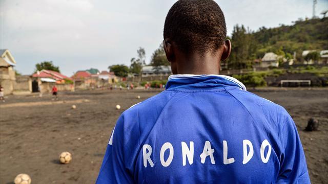 Âge, agent, esclavage… Deux journalistes décryptent la traite des footballeurs africains