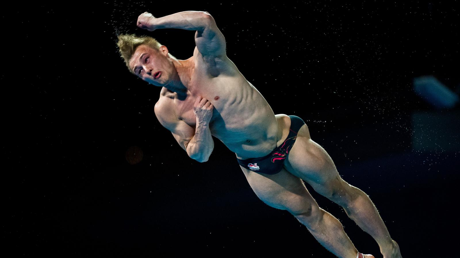 VIDEO - England's Jack Laugher's incredible penultimate 3m ...