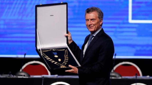 Macri fue condecorado por la Conmebol