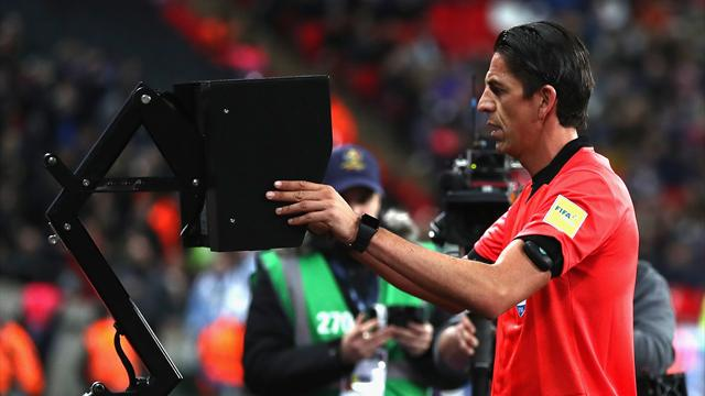 Клубы АПЛ проголосовали против применения  видеоповторов вследующем сезоне