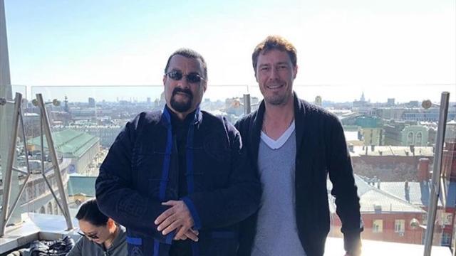 Сафин забрался на московскую крышу и внезапно встретил там Стивена Сигала