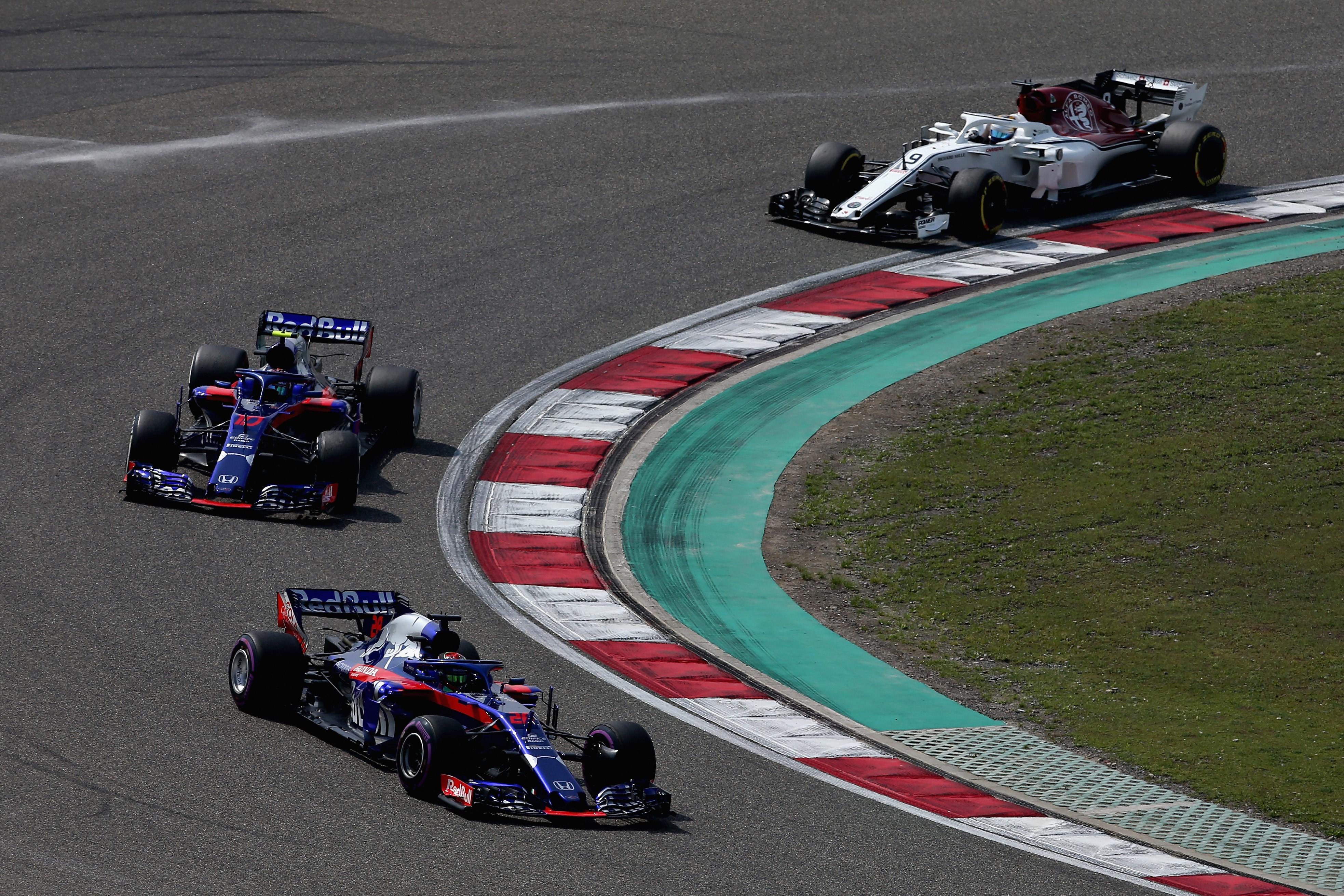 Pierre Gasly et Brendon Hartley (Toro Rosso) lors du GP de Chine