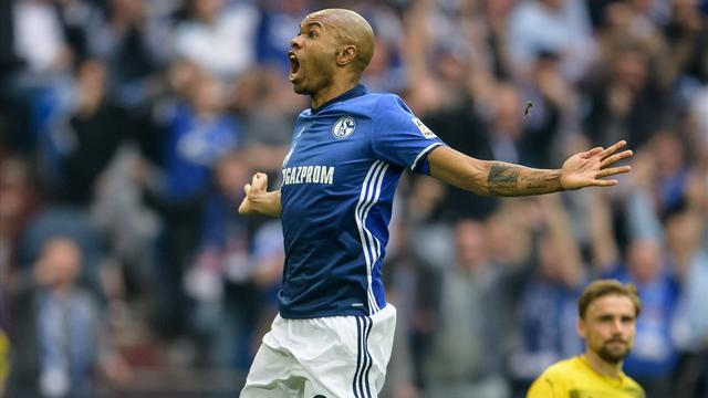 Schalke hold on to second place with 2-0 win over Dortmund