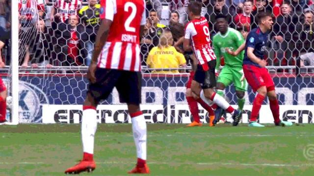 31e j. - Le PSV champion avec la manière