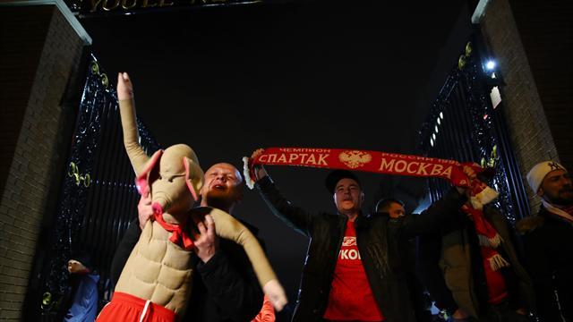 Болельщики «Спартака» провалились под лед перед матчем с «Уралом»
