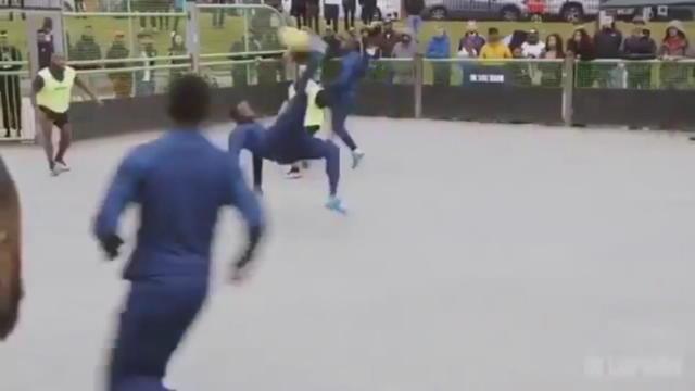 Football - Un joli retourné lors d'un tournoi en City Stade