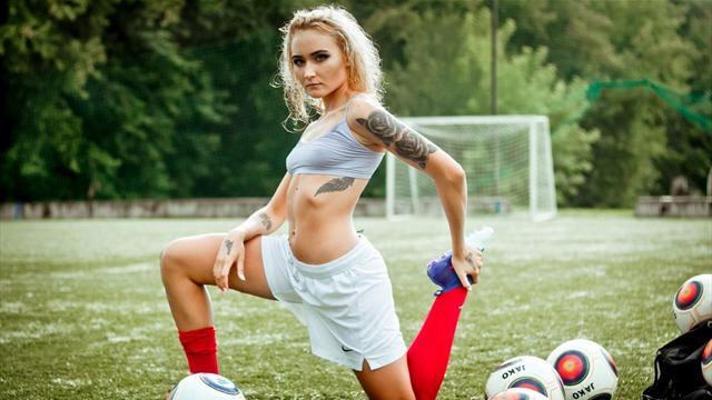 ЖФК «Енисей» пообещал провести эротическую фотосессию вслучае победы вчемпионате