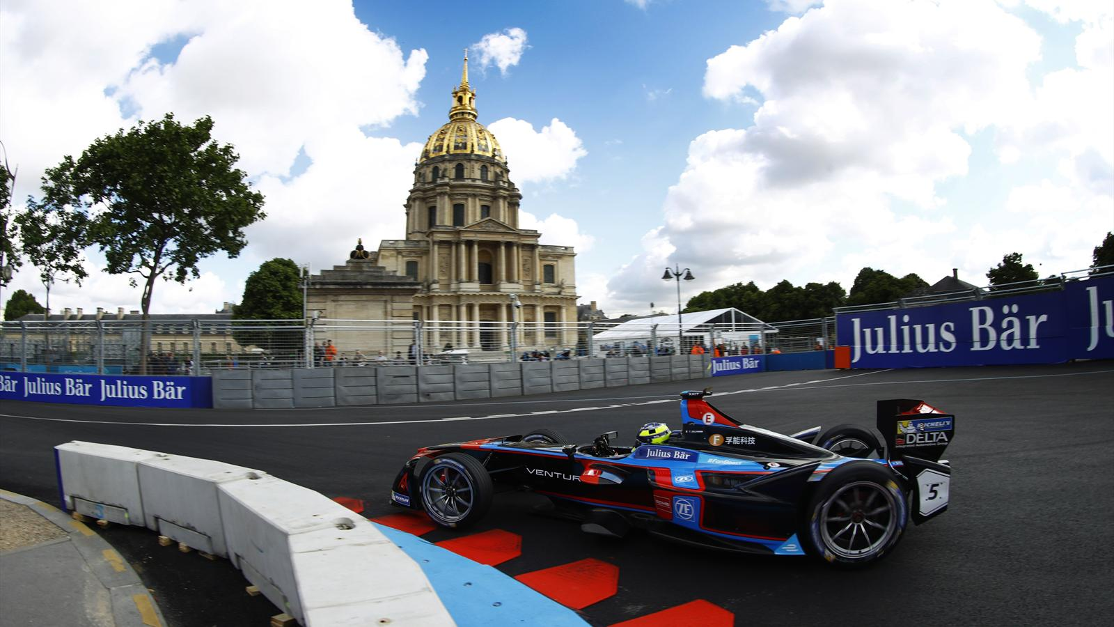 video e prix de paris un circuit dans le cadre unique des invalides eprix de paris video. Black Bedroom Furniture Sets. Home Design Ideas