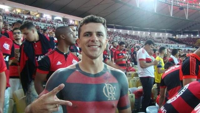 Поклонник «Фламенго» набил джерси любимого клуба вовесь торс
