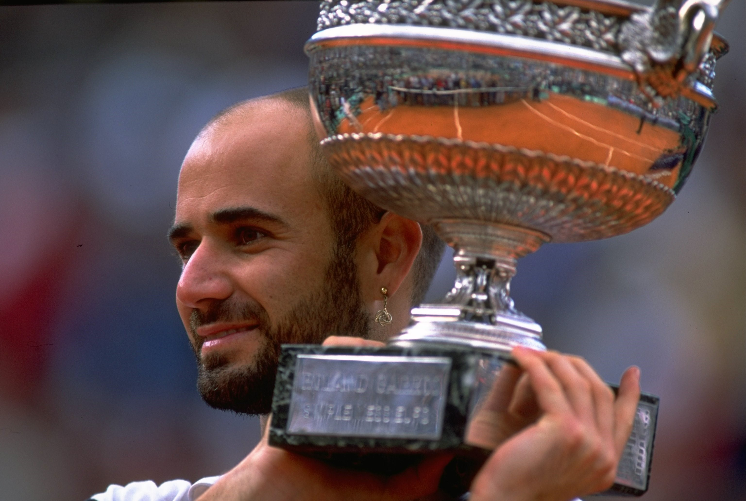 Andre Agassi with the Roland Garros 1999 trophy