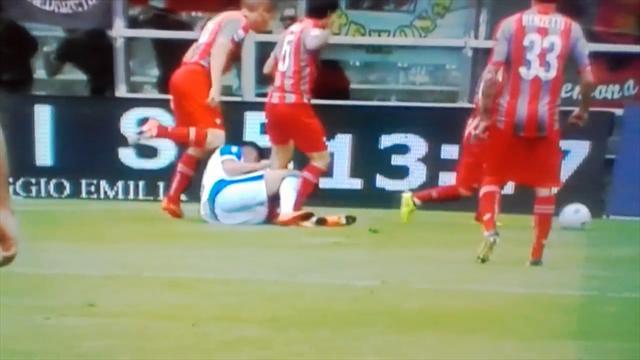 Экс-игрок «МЮ» жестко пнул соперника в Серии В и словил дисквалификацию на 4 матча