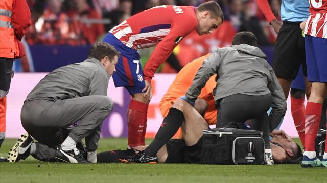 Atlético Madrid - Arsenal. Koscielny sort sur civière