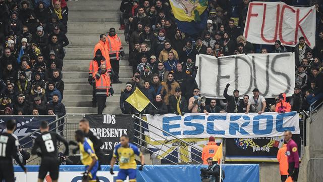 La pelouse du FC Sochaux taggée pour demander le départ de l'actionnaire Ledus