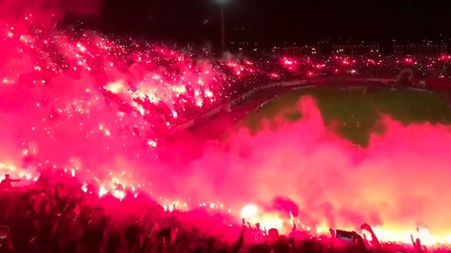 La folie en D3 algérienne : 10 000 fumigènes ont embrasé le stade d'Annaba