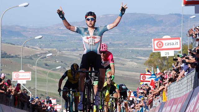 Incidente al Giro d'Italia, gravissimo un motociclista