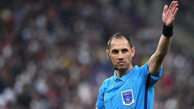 La VAR a encore frappé : l'arbitre refuse le but du PSG et oublie un penalty sur la même action