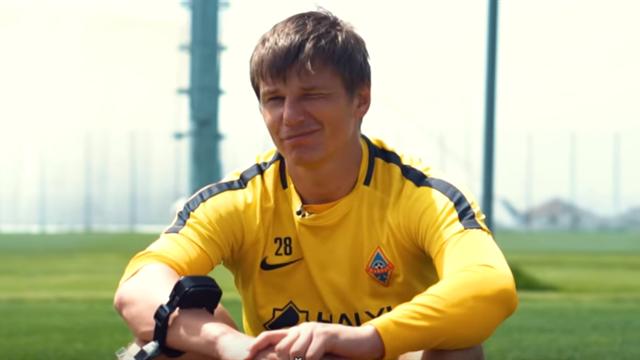 Аршавина заставили крутить мяч в сетку из-за ворот и били током за неправильные ответы на вопросы