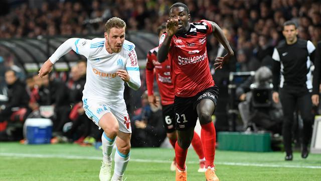 Locura en el Marsella: Empata a tres y acaba con nueve antes de la final ante el Atlético