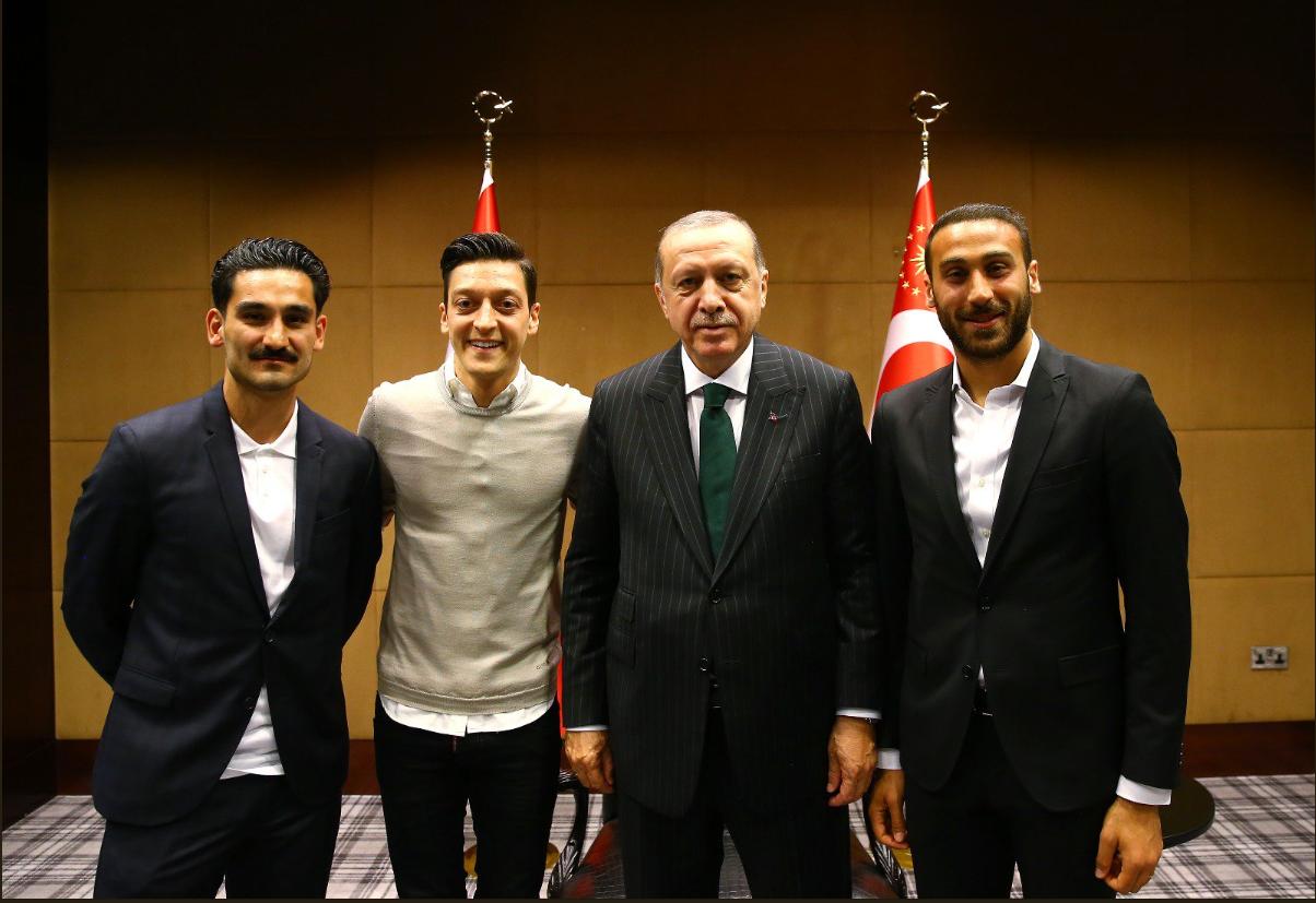 Озил, Гюндоган и Тосун сфотографировались с Эрдоганом