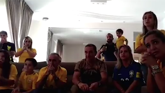 A l'annonce de sa sélection dans le 23 Brésiliens, Fagner et sa famille ont explosé de joie