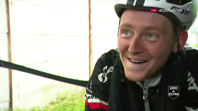 Sam Oomen tevreden na tiende etappe Giro: 'Deze gaat de boeken in.'