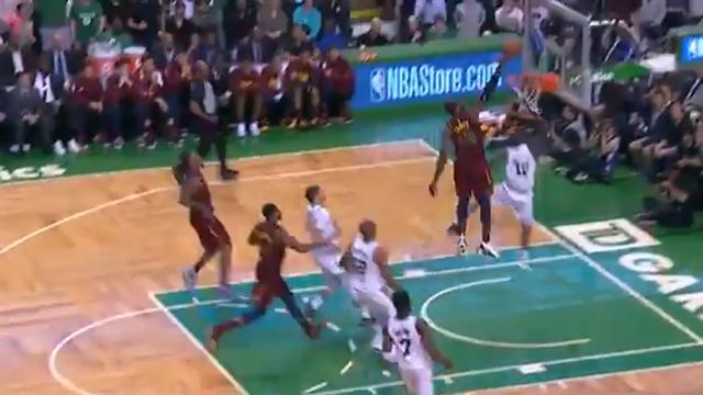 La giocata della notte: LeBron James aggiunge una stoppata da urlo alla tripla doppia in gara-2