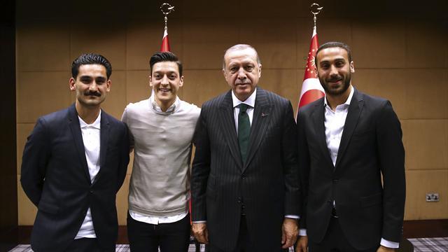 RTL-Forsa-Umfrage: 61 Prozent gegen Treffen von Özil und Gündogan mit Erdogan