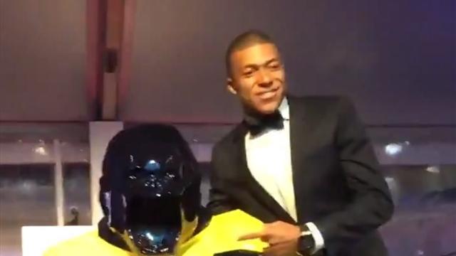 Мбаппе перебил предложение Неймара на аукционе и купил статую Кинг-Конга за 550 тысяч евро
