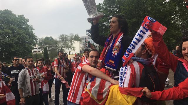 Фаны «Атлетико» ставят на уши Лион. Парень в инвалидной коляске – реально король