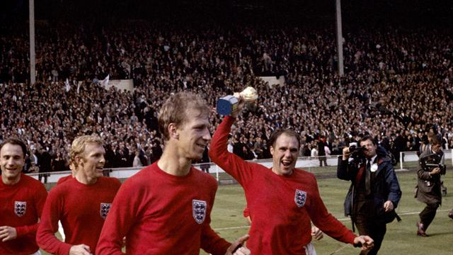 Ray Wilson saluted by fellow 1966 heroes Sir Bobby Charlton and Gordon Banks