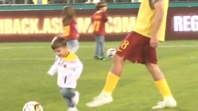 «Рома» поддержала внедрение VAR роликом, где Перотти ставит подножку ребенку