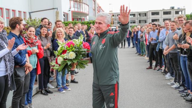 Spalier zum Abschied: Bayern-Mitarbeiter feiern Heynckes