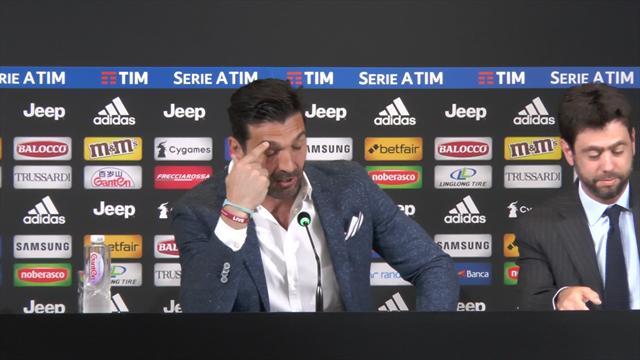 """Buffon commosso trattiene le lacrime a fatica dopo l'abbraccio con l'amico Agnelli: """"Fino alla fine"""""""
