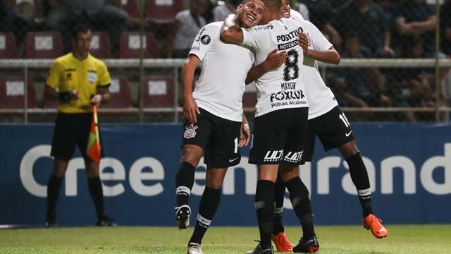2-7.Corinthians destroza al Lara y sella su pase a octavos
