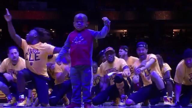 La verdadera estrella de los Cavaliers no es LeBron James... ¡Es un niño de 5 años!