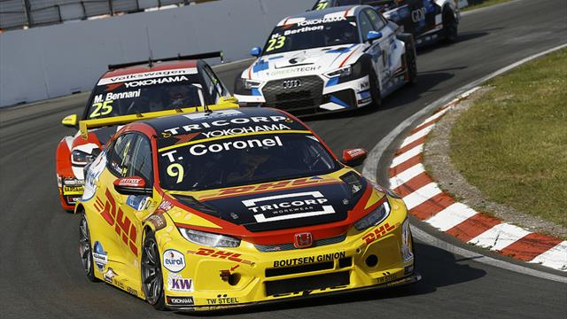 Somebody else also wanted to take the outside line: Coronel on his WTCR race exit