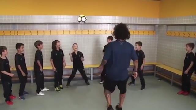 Real - Marcelo valide le Header challenge avec l'équipe de son fils