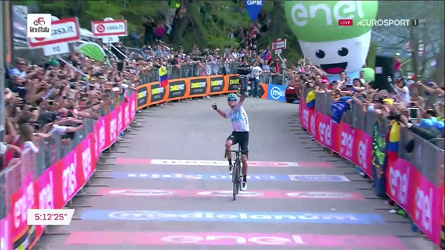 L'arrivo di Chris Froome sullo Jafferau, riscrive la storia del Giro 101: è maglia rosa!